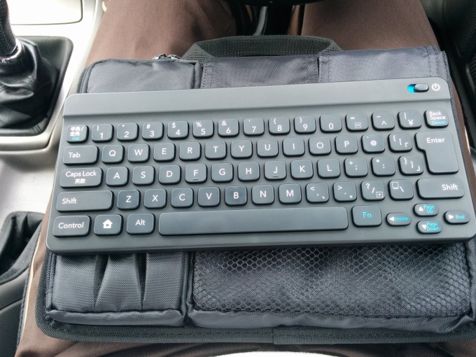 ワイヤレスキーボードとケース